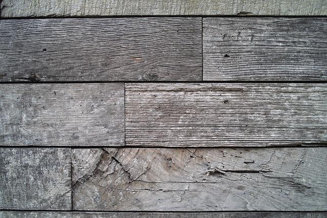 Jak dbać o podłogę drewnianą? Cyklinowanie bezpyłowe Warszawa – tanio